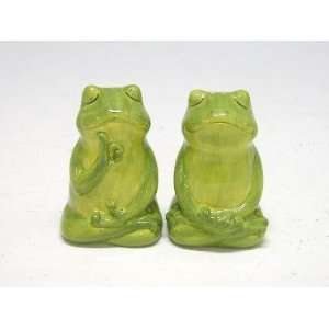 Green Frogs Froggy Salt and Pepper Shakers S&P Kitchen